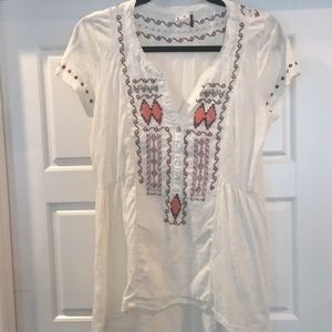 Anthropologie Akemi and Kin sz S embroidered top